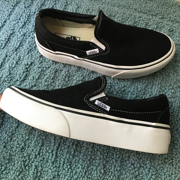 d342a0b06f Black and white slip on platform vans. M 5b8427fc8869f71435dcaa08